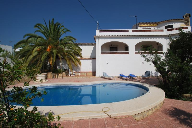 galer a de fotos se alquila chalet calpe piscina privada On particular alquila casa vacaciones piscina privada