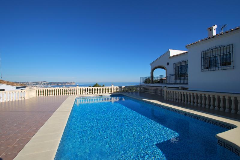 Galer a de fotos alojamiento con piscina y vistas al for Alojamiento con piscina